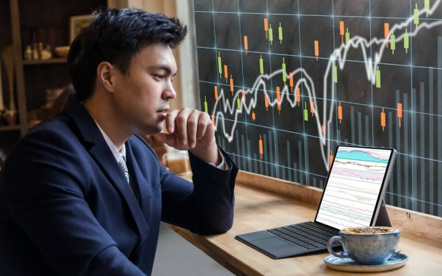 The Definitive Guide To Swing Trading Stocks Review: Does it Work?